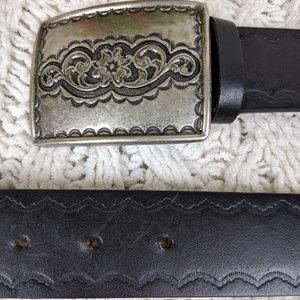 Liz Claiborne Black Leather Tooled Belt L